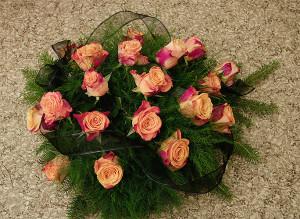 Wiązanka pogrzebowa z różami