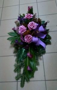 Wieniec pogrzebowy z fioletową kokardą