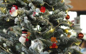 Choinka na Boże Narodzenie - bałwanki