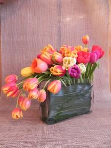 tulipany w naczyniu