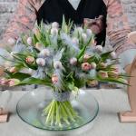 wiosenno-wielkanocny bukiet z tulipanami