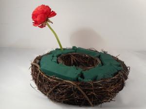 Wianek faszynowy i jaskry - układamy kwiaty po kręgu