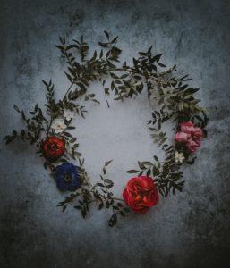 kwiatowa ściana - czerwony wianek