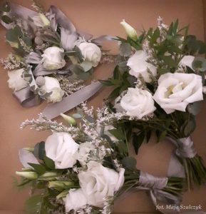 zimowy ślub - kwiaty do butonierki
