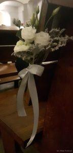 zimowy ślub - dekoracja ławki