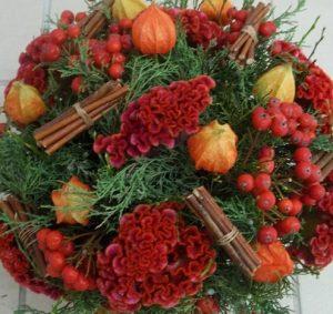 owoce w czerwonej kompozycji