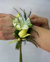 Kwiatowa bransoletka biało-zielona