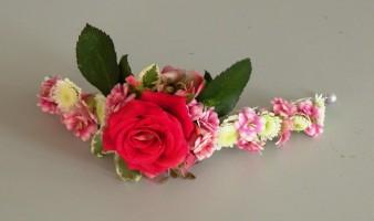 Kwiatowa bransoletka z różą