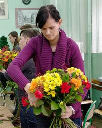 Florysta - uczestniczka z bukietem