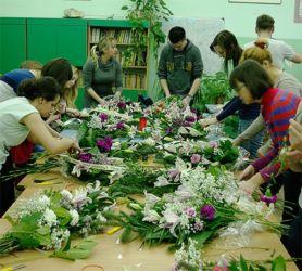 Florystyka żałobna na kursie florystycznym