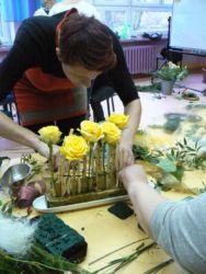 Kurs florystyczny Krakow - uczestniczka i jej kompozycja florystyczna