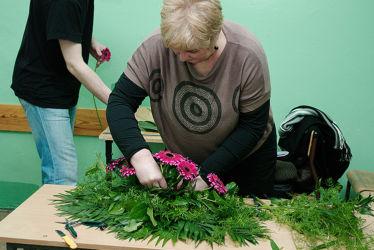 Kurs florystyczny Lublin - uczestniczka przy pracy
