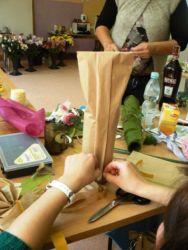 Kurs florystyczny Wrocław - pakowanie butelek