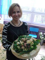 Kurs florystyczny - uczestniczka z bukietem
