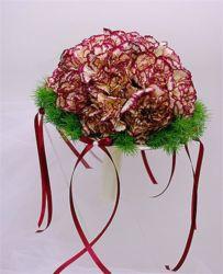 bukiet ślubny biedermeier z goździkami i wstążkami