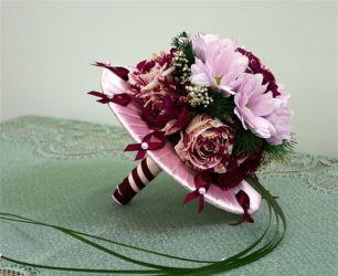 bukiet ślubny różowy z wstążkami