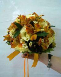 bukiet ślubny z żółtymi storczykami