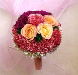 bukiet ślubny z goździkami i różami