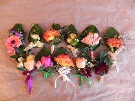 Kwiaty do butonierki - kolorowe róże