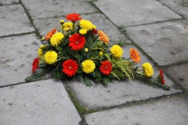 Wiązanka pogrzebowa żółto-czerwona