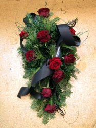 Wiązanka pogrzebowa z czarną wstążką