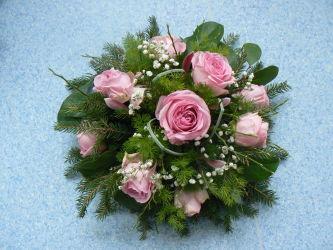 Wiązanka pogrzebowa z różowymi różami