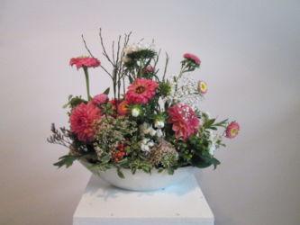 florystyczna dekoracja w naczyniu