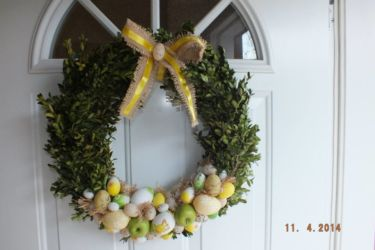 florystyka wielkanocna - wieniec na drzwi