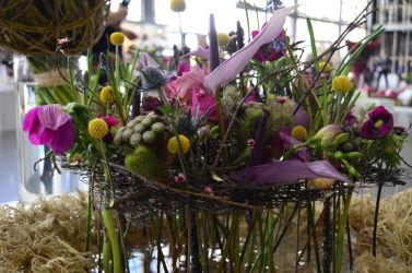targi florystyczne różowa kompozycja wielokwiatowa