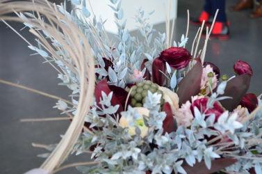 targi florystyczne szaro-bordowa kopozycja dekoracyjna