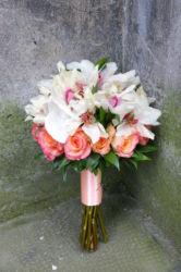 biało-różowy-bukiet-ślubny-lilie-róże-kraków